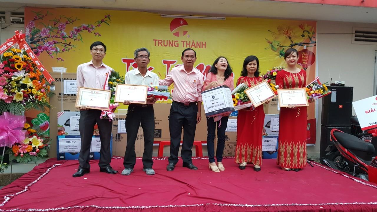 Khen thưởng các Đoàn viên xuất sắc trong năm 2017